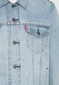 Levi's® - THE TRUCKER JACKET UNISEX - Veste en jean - light indigo/worn in - 5