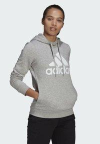 adidas Performance - ESSENTIALS LOGO FLEECE HOODIE - Felpa con cappuccio - grey - 2