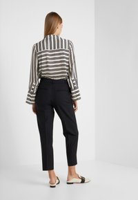 Club Monaco - BORREM PANT - Trousers - black - 2