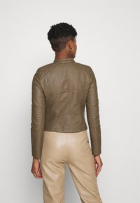 Vero Moda - VMLOVECINDY COATED JACKET - Giacca in similpelle - bungee - 2