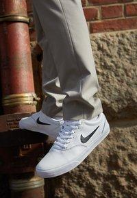Nike SB - CHARGE PRM  - Sneakers - white/black - 2