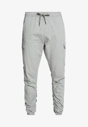 LAKELAND - Pantalones cargo - light grey
