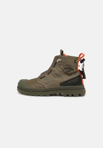PAMPA TRAVEL UNISEX - Lace-up ankle boots - dusky green