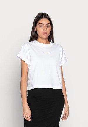 DEGRADE BACK LOGO TEE - Print T-shirt - white