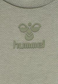 Hummel - HMLVANJA - Basic T-shirt - vetiver - 6