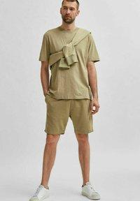 Selected Homme - Shorts - aloe - 3