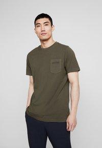 Scotch & Soda - CLASSIC GARMENT DYED CREWNECK TEE - T-shirt - bas - military - 0