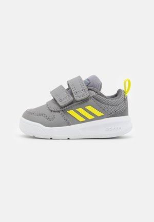 TENSAUR I UNISEX - Sportschoenen - grey three/acid yellow/grey four