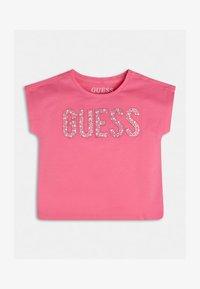 Guess - NIETEN - Print T-shirt - mehrfarbe rose - 1