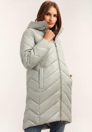 MIT ASYMMETRISCHEM DESIGN - Down coat - sage