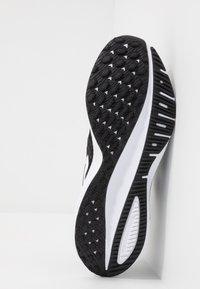 Nike Performance - AIR ZOOM VOMERO  - Hardloopschoenen neutraal - black/white/thunder grey - 4
