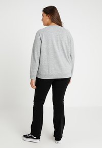 Levi's® Plus - PL RELAXED GRAPHIC CREW - Sweatshirt - plus fleece housemark smokestack htr - 3