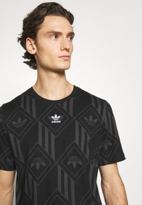 adidas Originals - MONO TEE  - T-shirt imprimé - black - 3