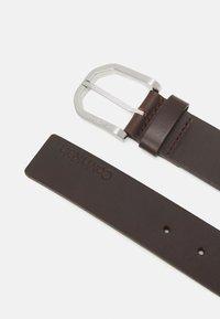 Calvin Klein - ESSENTIAL PLUS FACETED - Belt - brown - 1