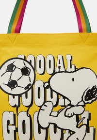 Levi's® - SNOOPY SPORT GOAL TOTE UNISEX - Tote bag - regular yellow - 4