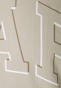 GAP - RAISED ARCH - Print T-shirt - oat beige - 6
