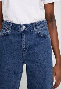 Moss Copenhagen - CRYSTAL - Straight leg jeans - mid blue wash - 5