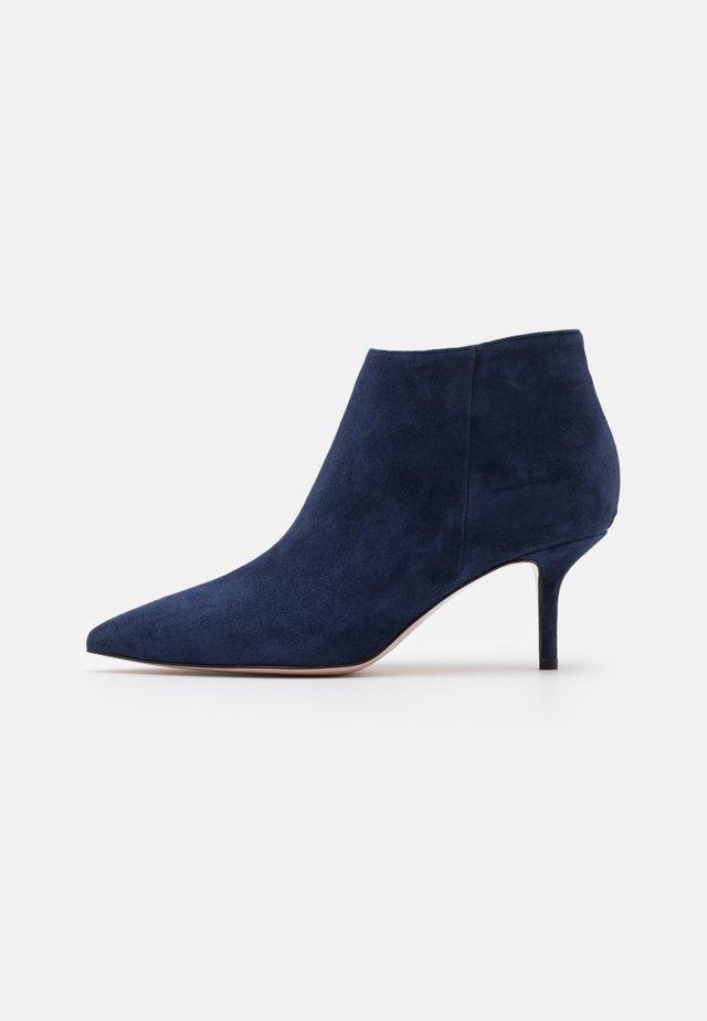 AUDREY - Botines bajos - blue