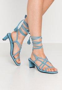 Vero Moda - VMSABINA  - Sandály s odděleným palcem - cyan blue - 0