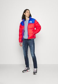 The North Face - RETRO UNISEX - Down jacket - horizon red/blue - 1