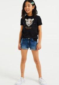 WE Fashion - MET GLITTEROPDRUK - T-shirts print - black - 0