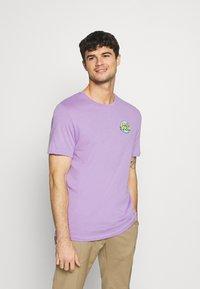 YOURTURN - UNISEX ANTI SOCIA - T-shirt print - lilac - 0
