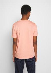 HUGO - DOLIVE - Triko spotiskem - light/pastel orange - 2