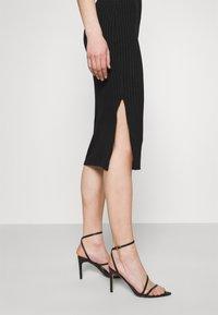 Missguided - SIDE SPLIT SKIRT - Pencil skirt - black - 3