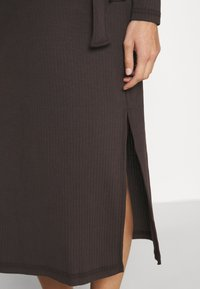Missguided Maternity - MATERNITY RIB BELTED SIDE - Jumper dress - brown - 3