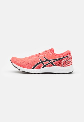 GEL DS TRAINER 26 - Neutral running shoes - blazing coral/black