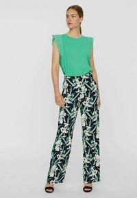 Vero Moda - VMSIMPLY EASY WIDE PANT - Trousers - navy blazer - 1