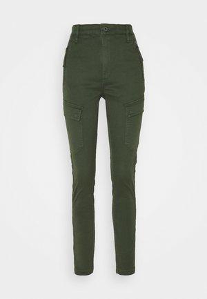 HIGH G-SHAPE CARGO SKINNY PANT - Cargo trousers - dk algae