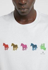 PS Paul Smith - MENS SLIM FIT ZEBRA REPEAT - Print T-shirt - light blue - 4