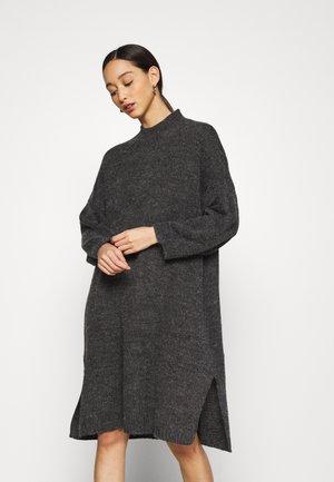 MALOU DRESS - Pletené šaty - grey medium dusty