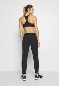 Nike Performance - PANT RUNWAY - Pantalones deportivos - black - 2