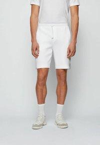 BOSS - HEADLO - Shorts - white - 0