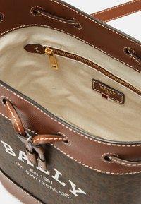 Bally - CLEOH BUCKET - Across body bag - multicuero - 8