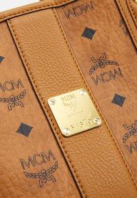 MCM - PROJECT SHOPPER - Shoppingveske - cognac - 9
