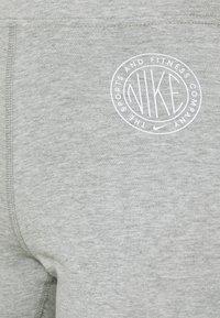 Nike Sportswear - FEMME 7/8 - Leggings - Trousers - grey heather/matte silver/white - 5