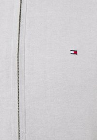 Tommy Hilfiger - TIPPED DOUBLE FACE ZIP HOODIE - Kardigan - light cast - 2