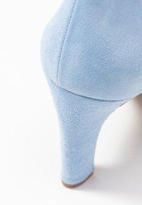 Brenda Zaro Wide Fit - WIDE FIT BIBI - Escarpins à talons hauts - baby blue - 2
