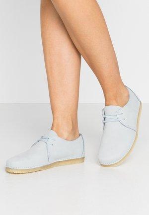 ASHTON - Chaussures à lacets - light blue