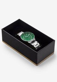 Carlheim - DIVER 40MM LINK - Montre - silver-green - 4