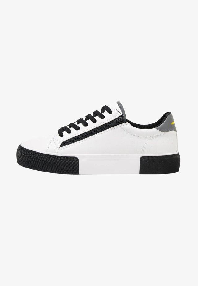 KOMBINIERTE HERREN-SNEAKER MIT REISSVERSCHLUSS. 12434660 - Sneakers basse - white