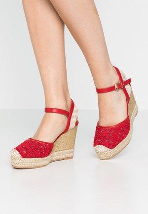 Klassiska pumps - red