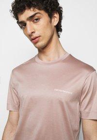 Emporio Armani - Basic T-shirt - light pink - 3