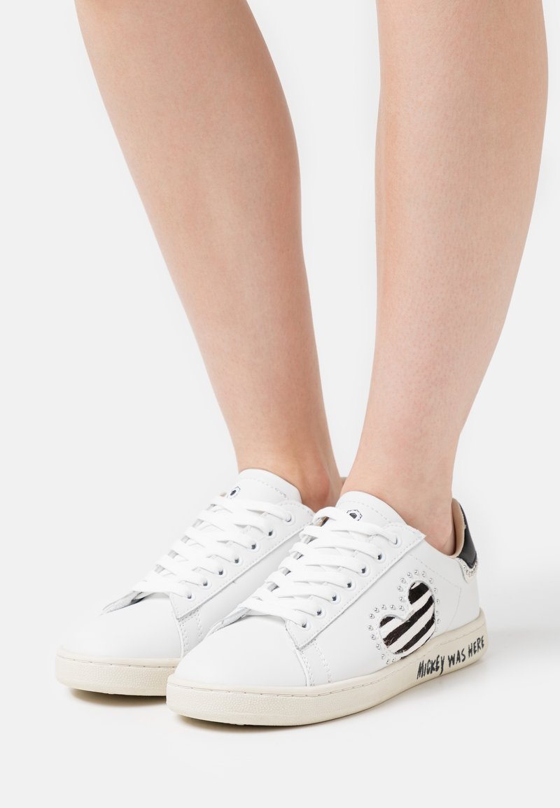 MOA - Master of Arts - GALLERY - Sneakers basse - white