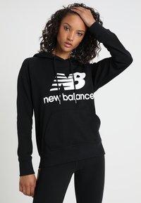 New Balance - ESSENTIALS HOODIE - Bluza z kapturem - black - 0
