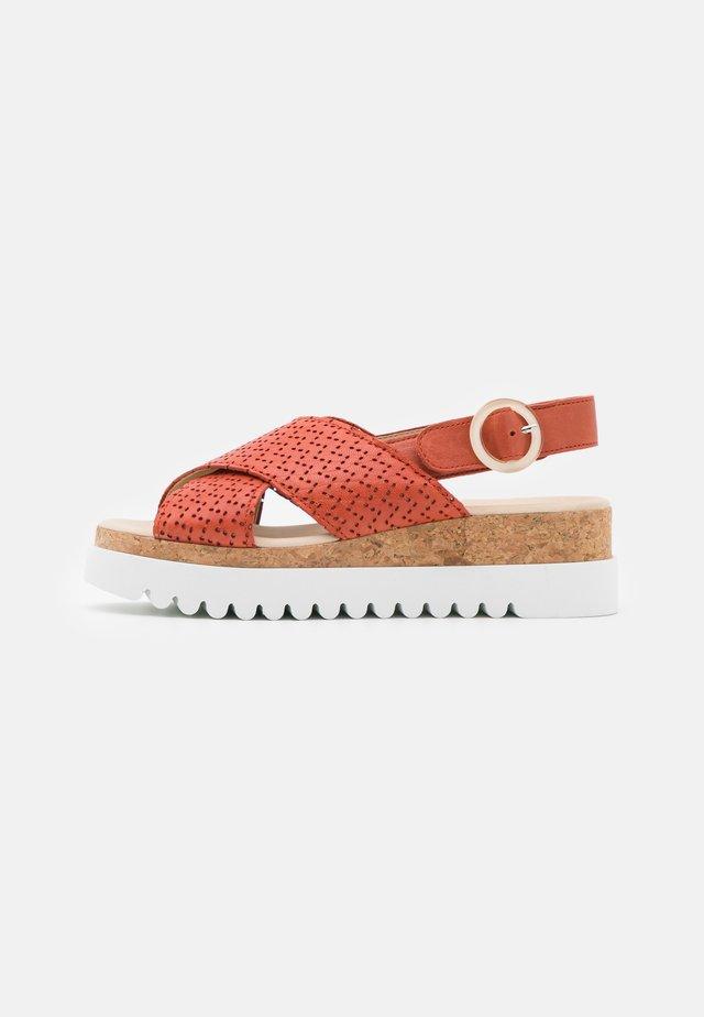 Sandały na platformie - terra
