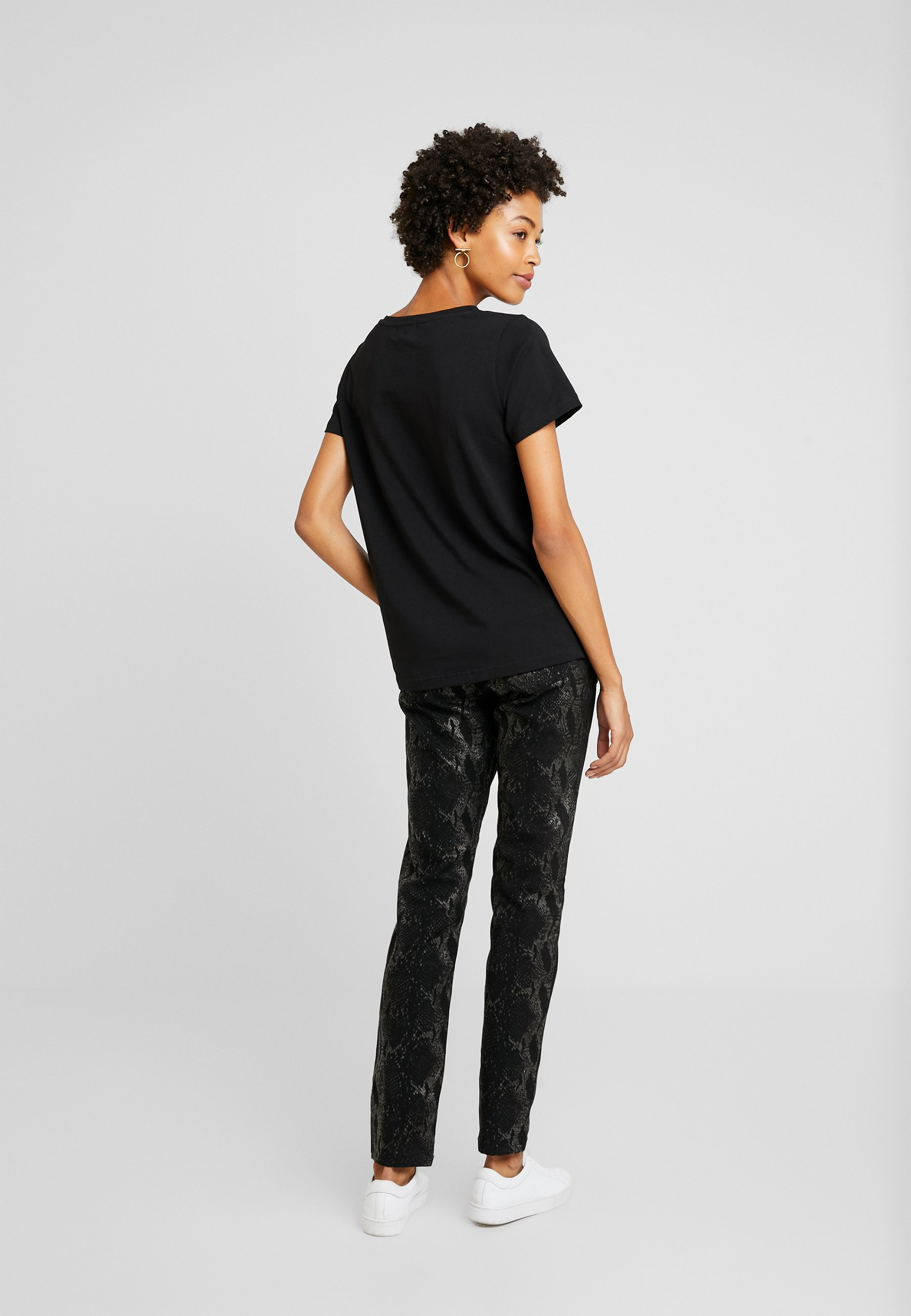 Culture Cugabriella - T-shirts Med Print Black/svart